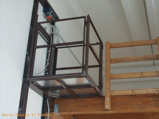 Berto design montacarichi in ferro portata 3 quintali for Montacarichi da balcone per legna